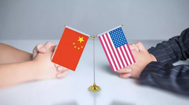 """最后我想说,之前有专家将目前中美之间的关系定性为""""新冷战"""",我认为是不合适的。中美两国想""""冷""""是不可能冷起来的。双方在经贸以及地缘政治层面的相互需求非常强烈,美国需要中国的产品,还需要中国购买美国的国债,虽然双方互相看不惯,但又不得不合作,双方的融合甚至越来越深入。很显然,这是一种完全超越了过去""""热战""""和""""冷战""""思维的大国关系。我更同意哈佛大学教授菲尔德满在《凉战:全球竞争的未来》中将中美关系界定为"""